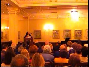 Η ομιλίτρια κ. Κοντογιάννη στο βήμα
